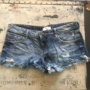 Forever 21 low rise cutoff shorts - Size S (28)